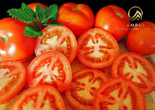 Mẹo trị nám bằng cà chua hiệu quả khó ngờ