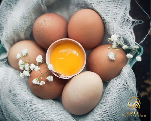 Giải đáp tẩy nốt ruồi ăn trứng có sao không?